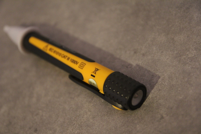 Stylo testeur d tecteur de tension ca 732 test et avis - Comment se servir d un testeur de courant ...