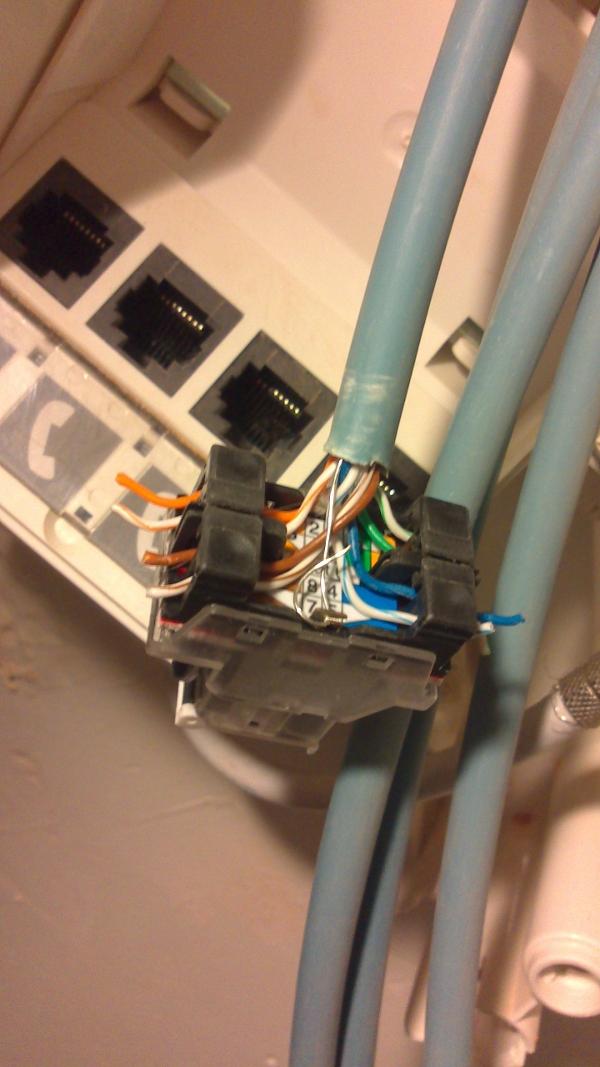 branchement réseau communication RJ45