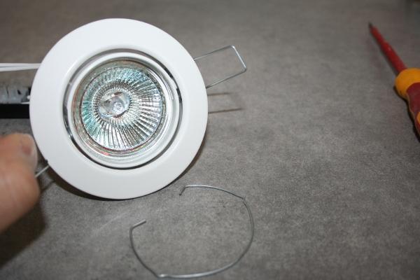 faire le branchement d'un spot avec transformateur 12v et ampoule