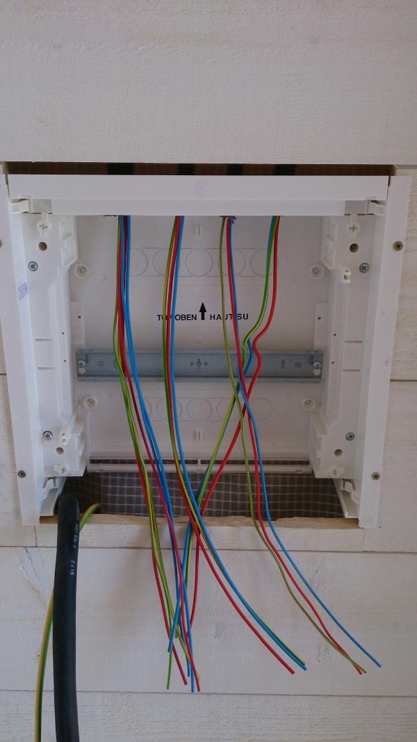 fixation du capot de gaine du tableau électrique divisionnaire
