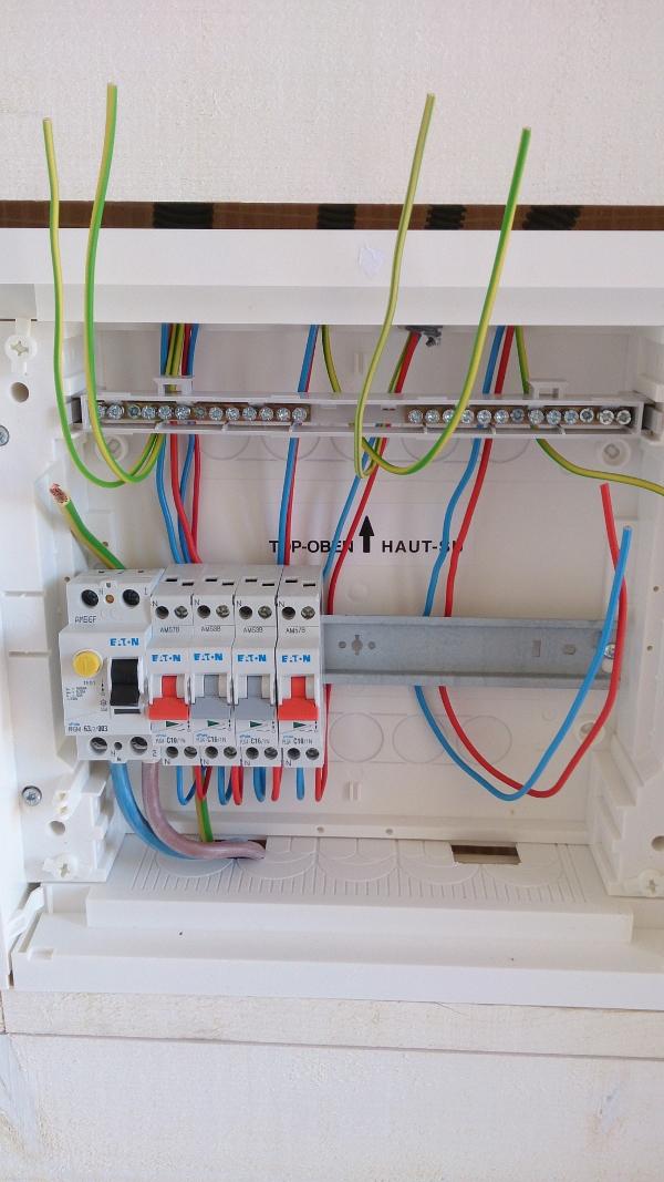 le raccordement électrique d'un tableau secondaire