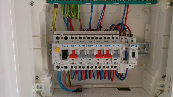 Raccordement entre disjoncteur divisionnaire et interrupteur différentiel