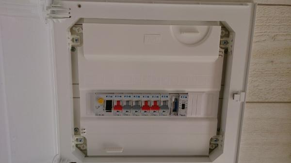 tableau électrique divisionnaire coffret encastré porte ouvert
