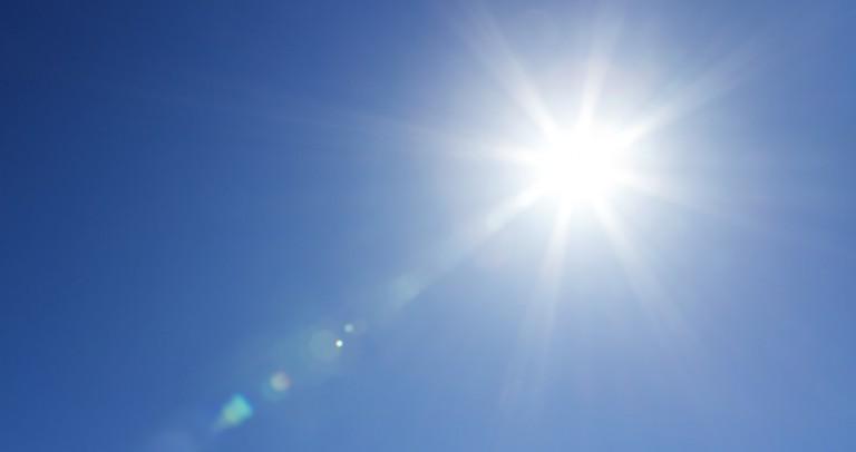 Le montage de panneaux solaires sur Bac Acier