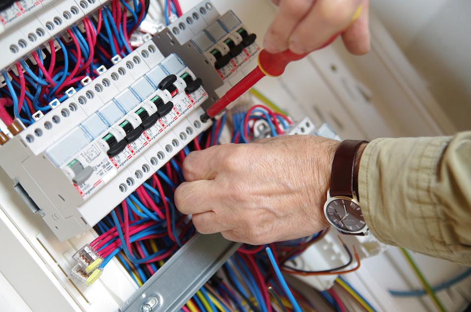 Tableau lectrique triphas v tuste r novation en 10 tapes - Fabriquer une guirlande electrique ...