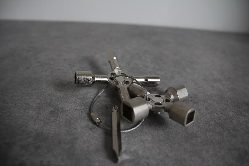 deux cles en une clé universelle knipex 001101