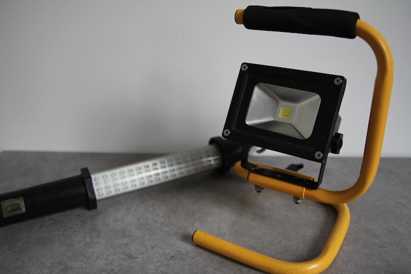 projecteur LED reglette neon chantier