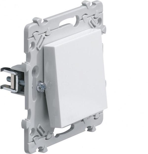 systeme de fixation appareillage electrique a griffe