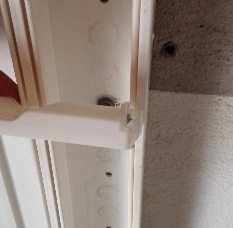 goulotte gtl et tableau lectrique la m thode pour les fixer. Black Bedroom Furniture Sets. Home Design Ideas