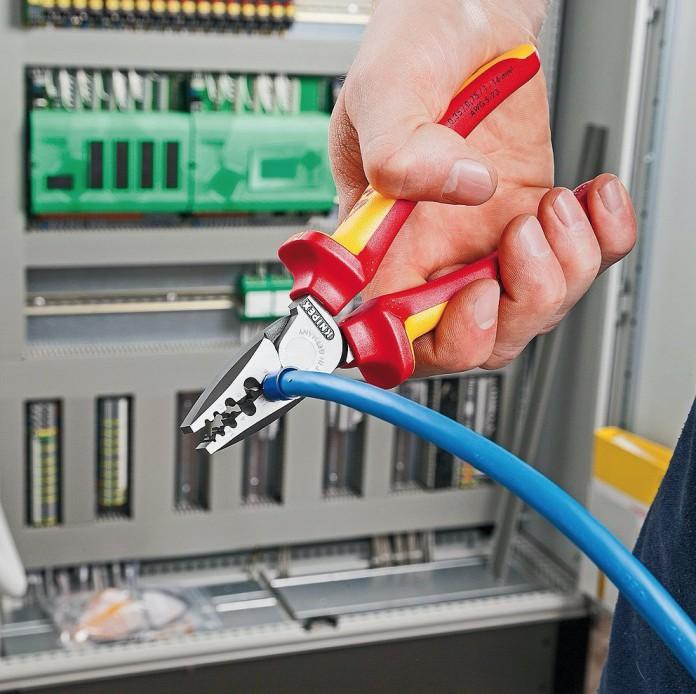 La pince à sertir pour embouts électriques