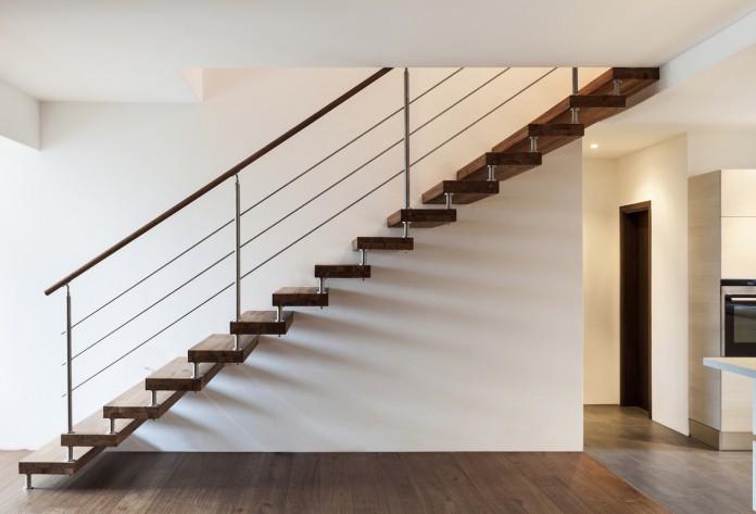 tableau électrique dans l'escalier