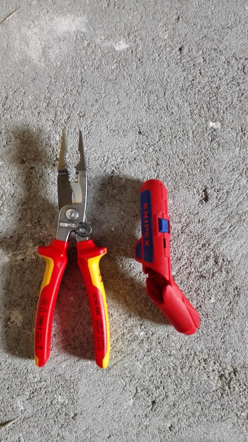 pince electricien knipex 13-96-200 vs ergostrip 16 95 01