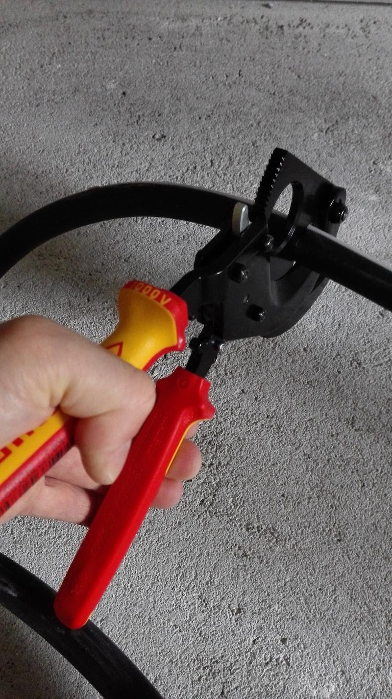 decoupe cable electrique outil knipex