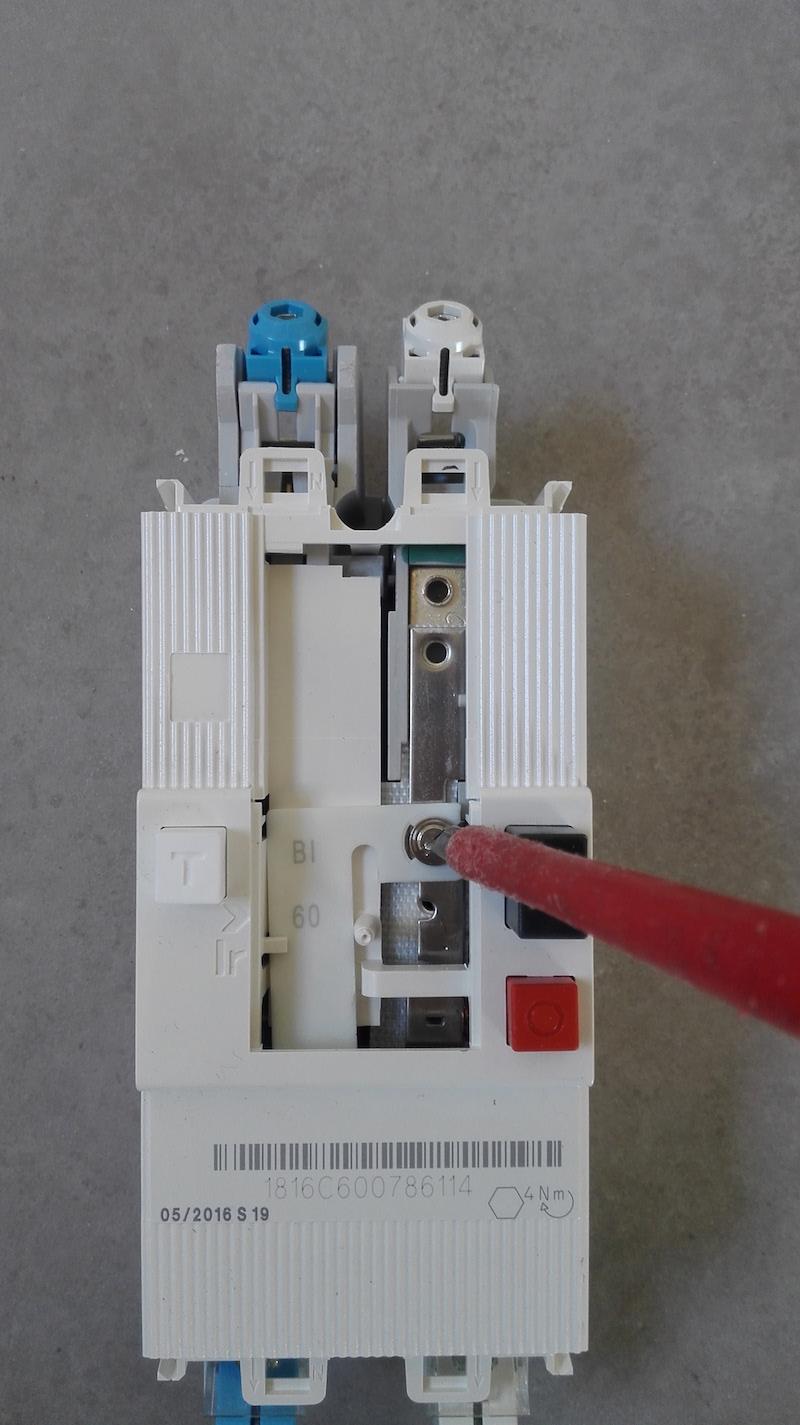 serrage vis reglage disjoncteur EDF