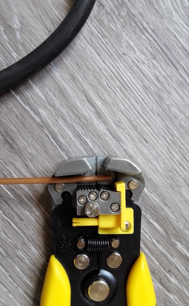 test dénuder fil électrique stanley fmht0-96230