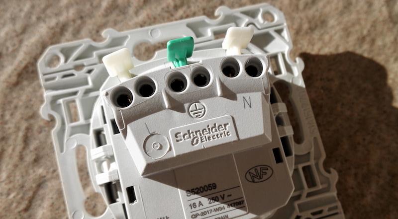prise odace de schneider electric connexion électrique