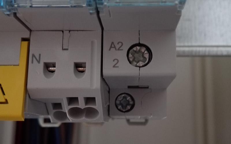 schéma électrique et symbole du télérupteur modulaire