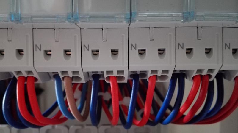 disjoncteur à connexion automatique Hager