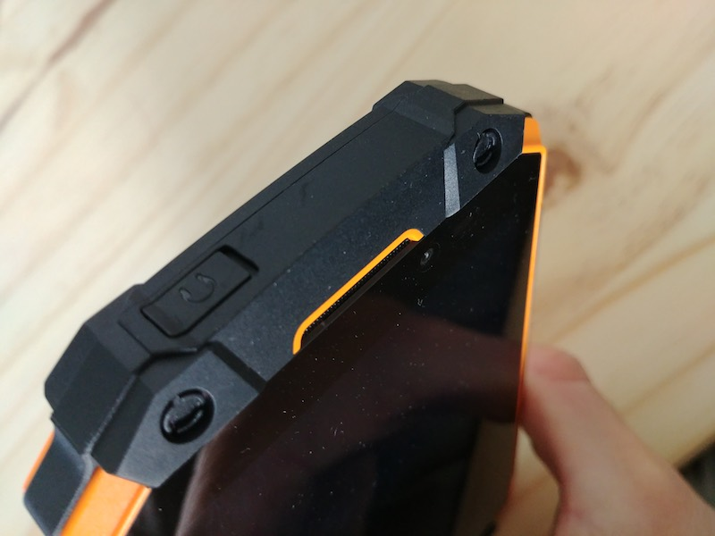 test du Poptel P9000, un téléphone IP68