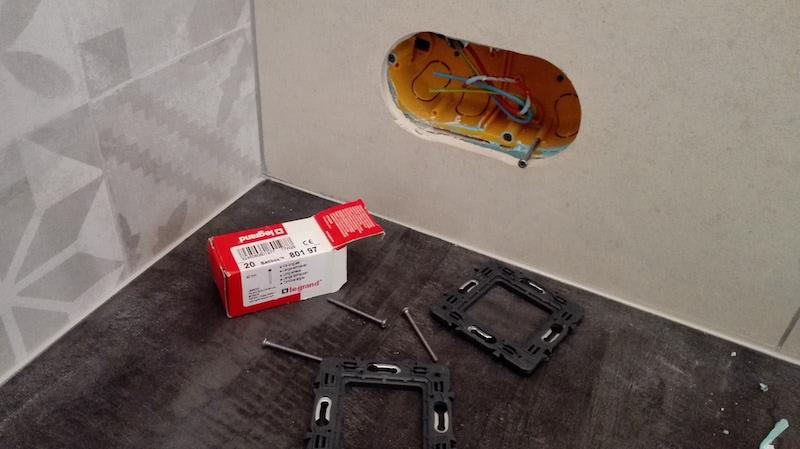 Comment installer une prise électrique sur de la faience