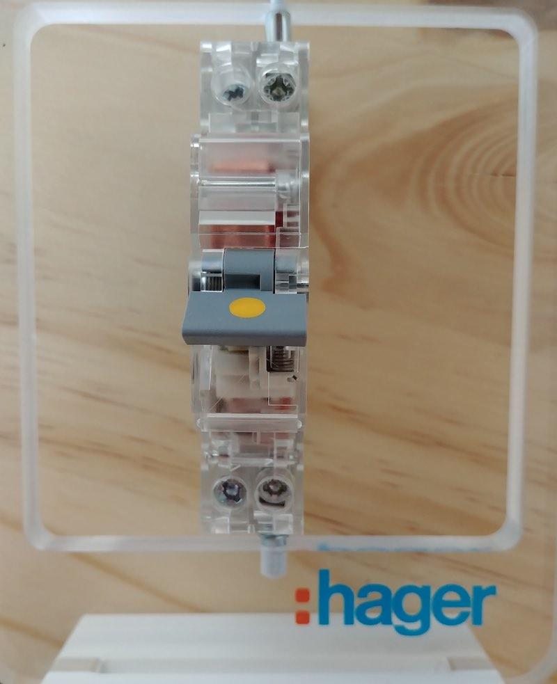 coupure disjoncteur passage courant électrique
