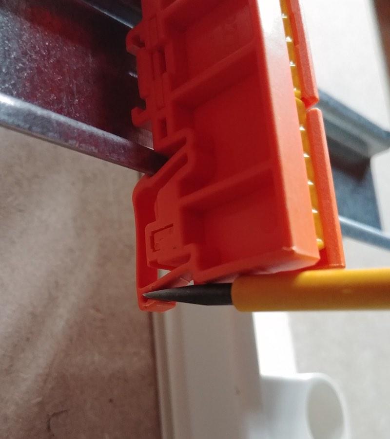 support pour connecteur automatiques wagos dans le tableau