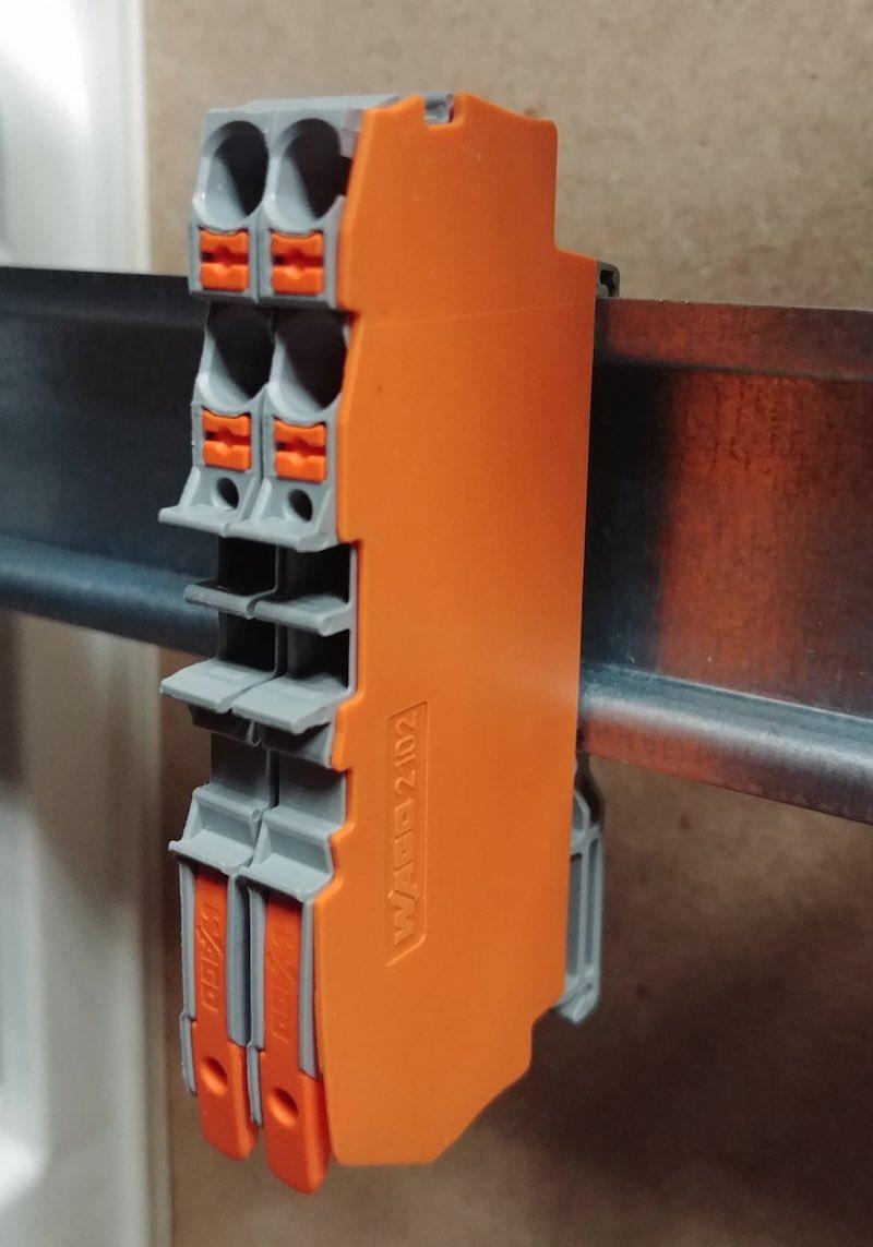 Wago TopJob S sur rail d'armoire électrique