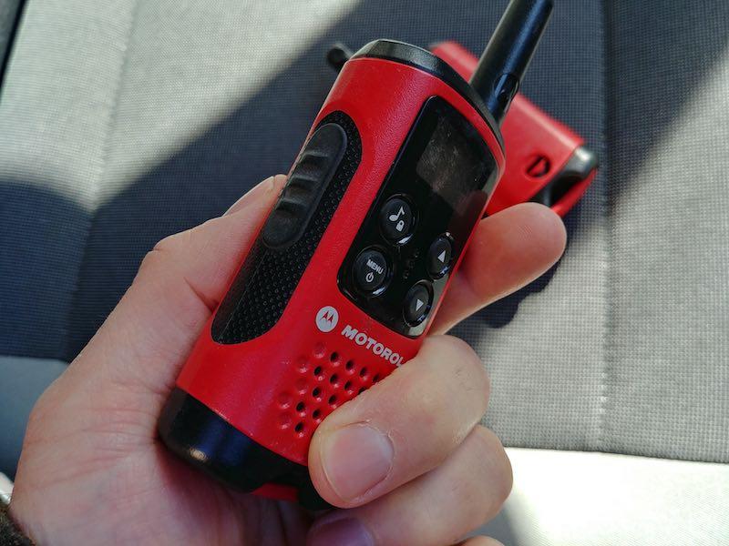 communiquer avec un talkie walkie sur chantier