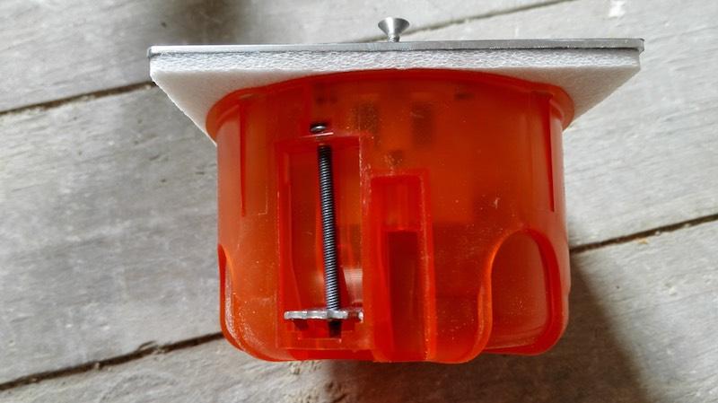 boite de sol pour prise électrique