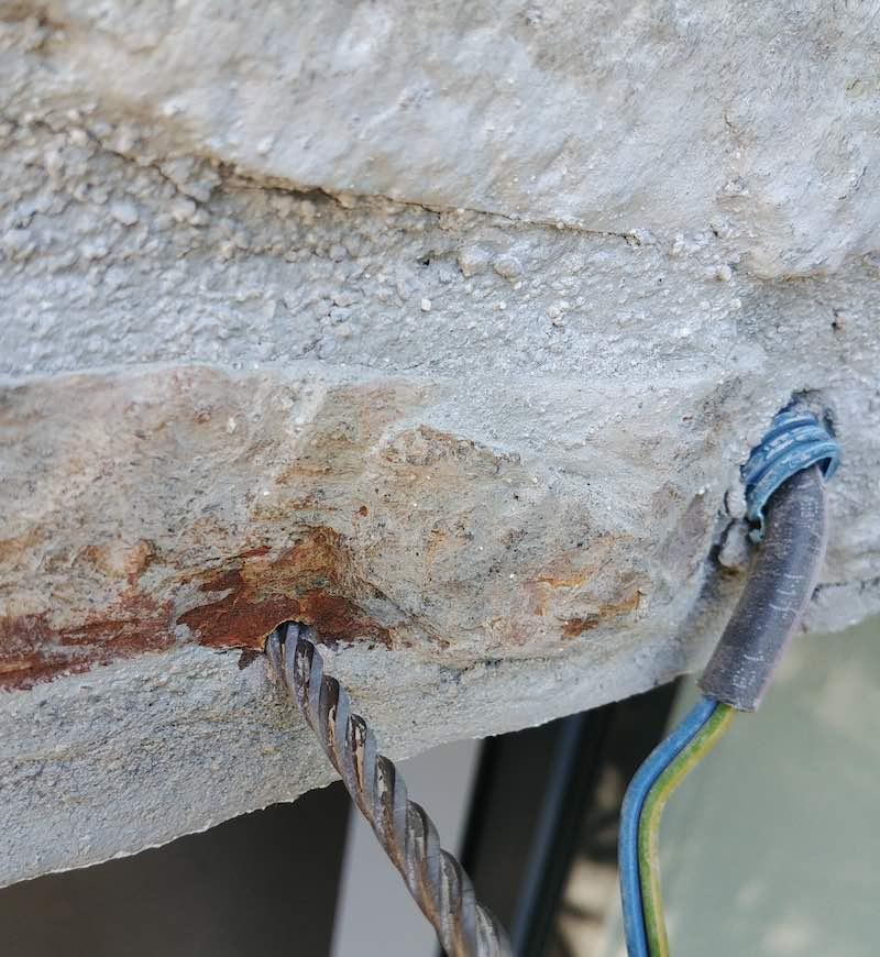 réalisation d'un trou en bord de mur