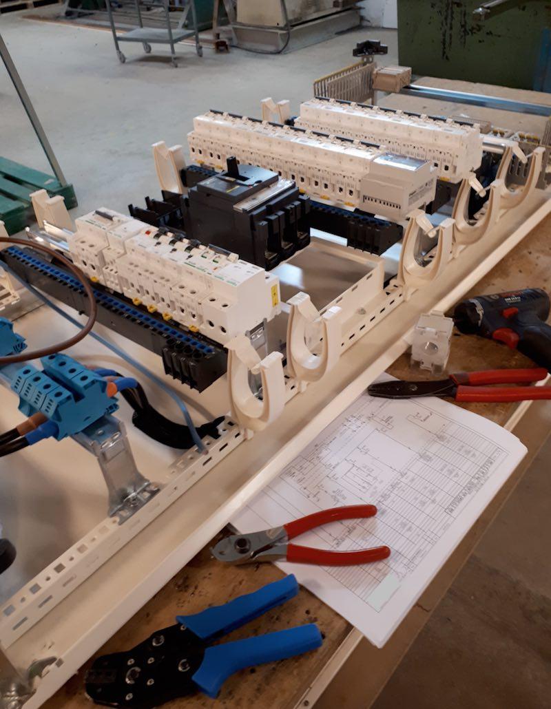 exemple métier électricien câbleur électrique