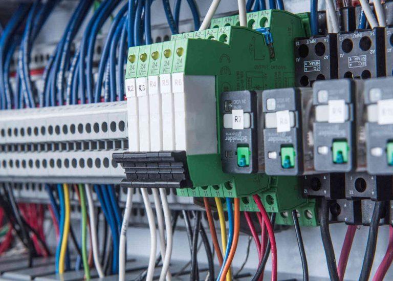 Tableautier: zoom sur le métier de câbleur électricien
