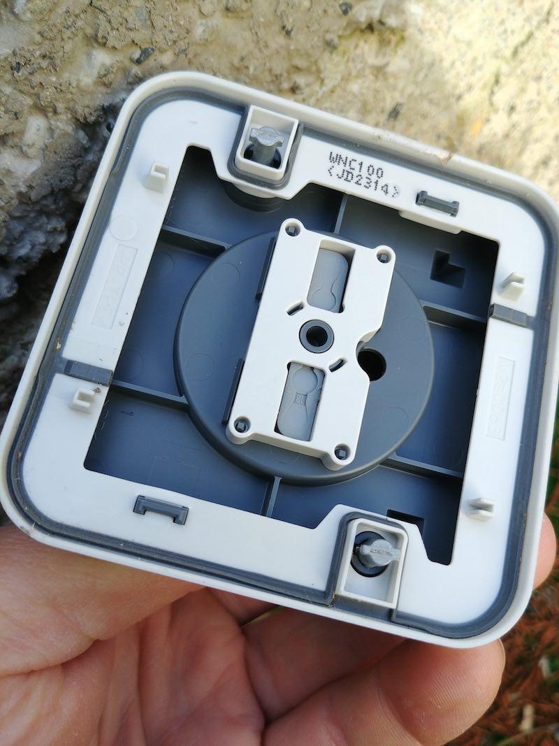 exemple de montage d'une prise électrique Hager Cubyko