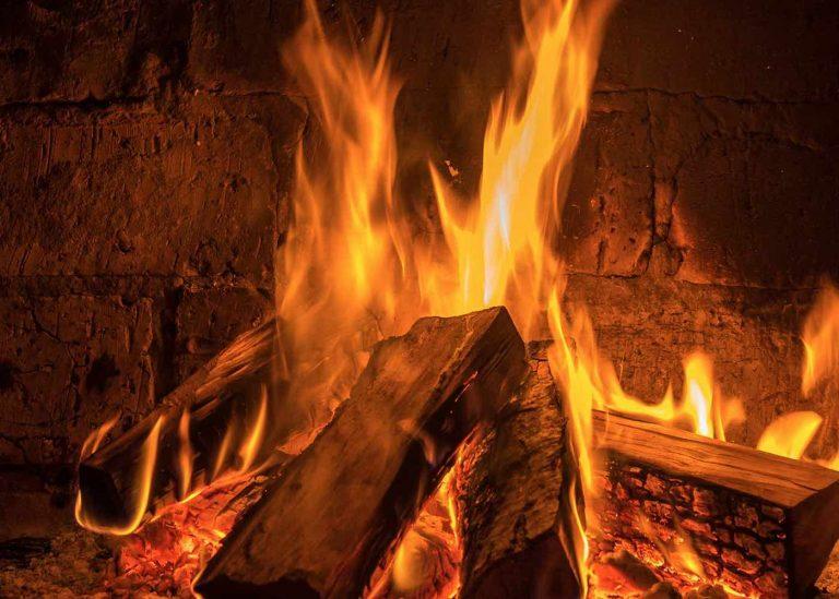 Branchement électrique poêle à granulés et cheminée: norme et conseils