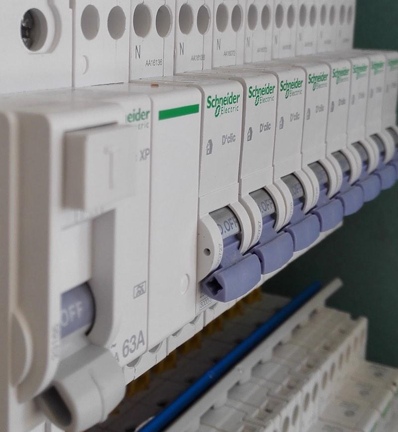 test et diagnostic sur tableau électrique triphasé