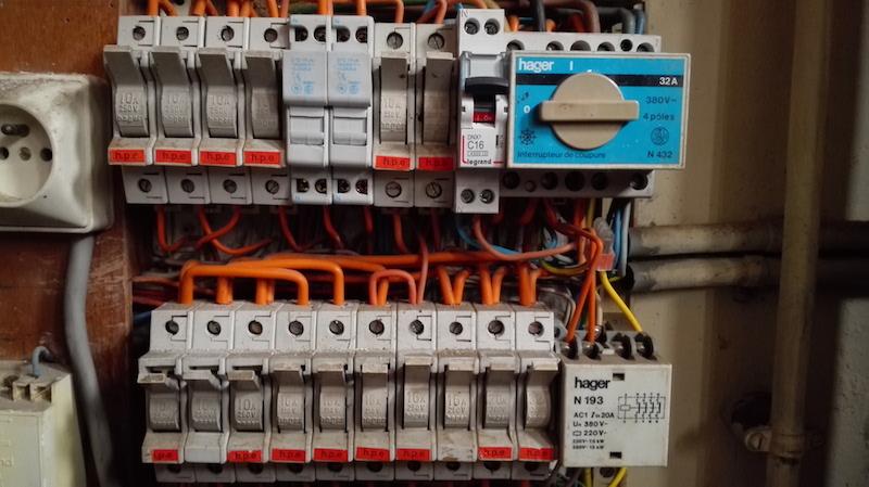 ajout disjoncteur pour climatisation dans un tableau électrique vétuste
