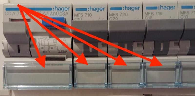 étiquettes pour tableau électrique position sur le coffret
