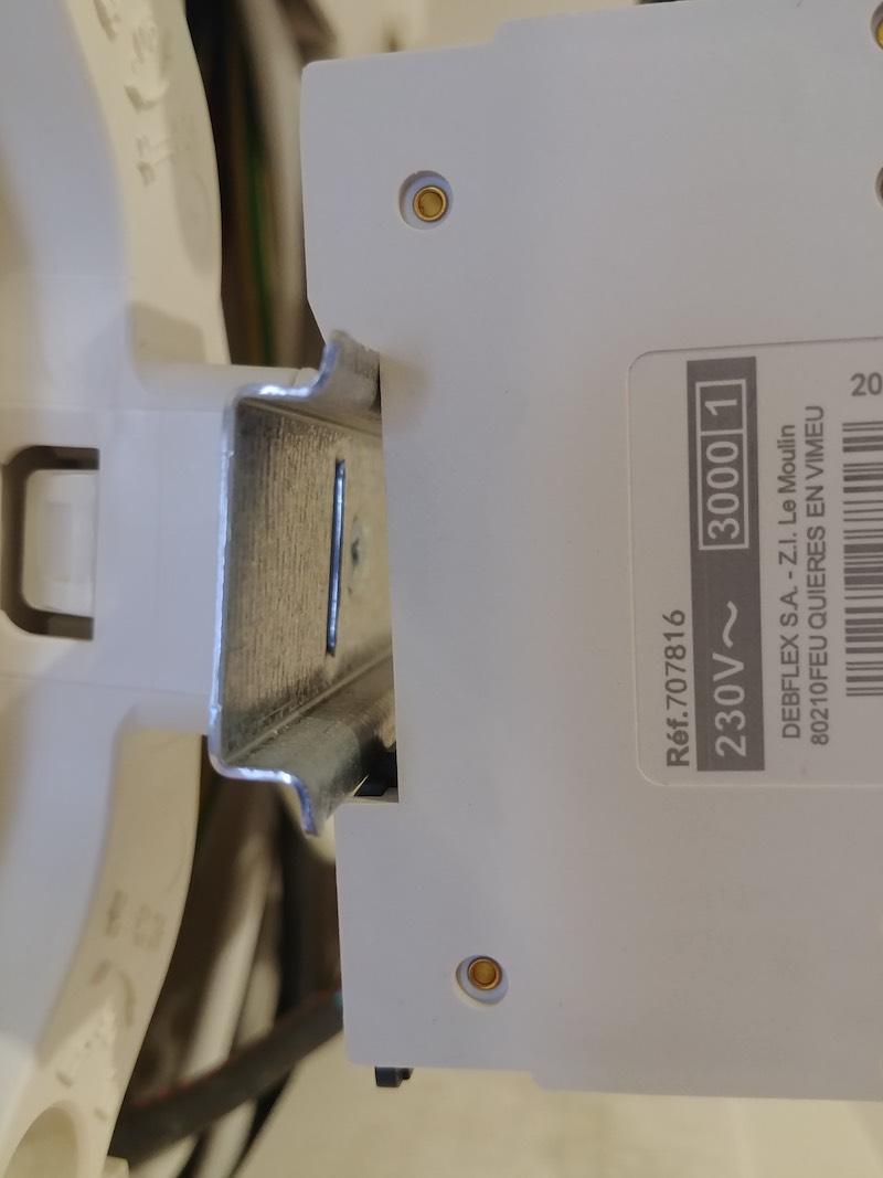 test du matériel électrique debflex et d'un disjoncteur 32