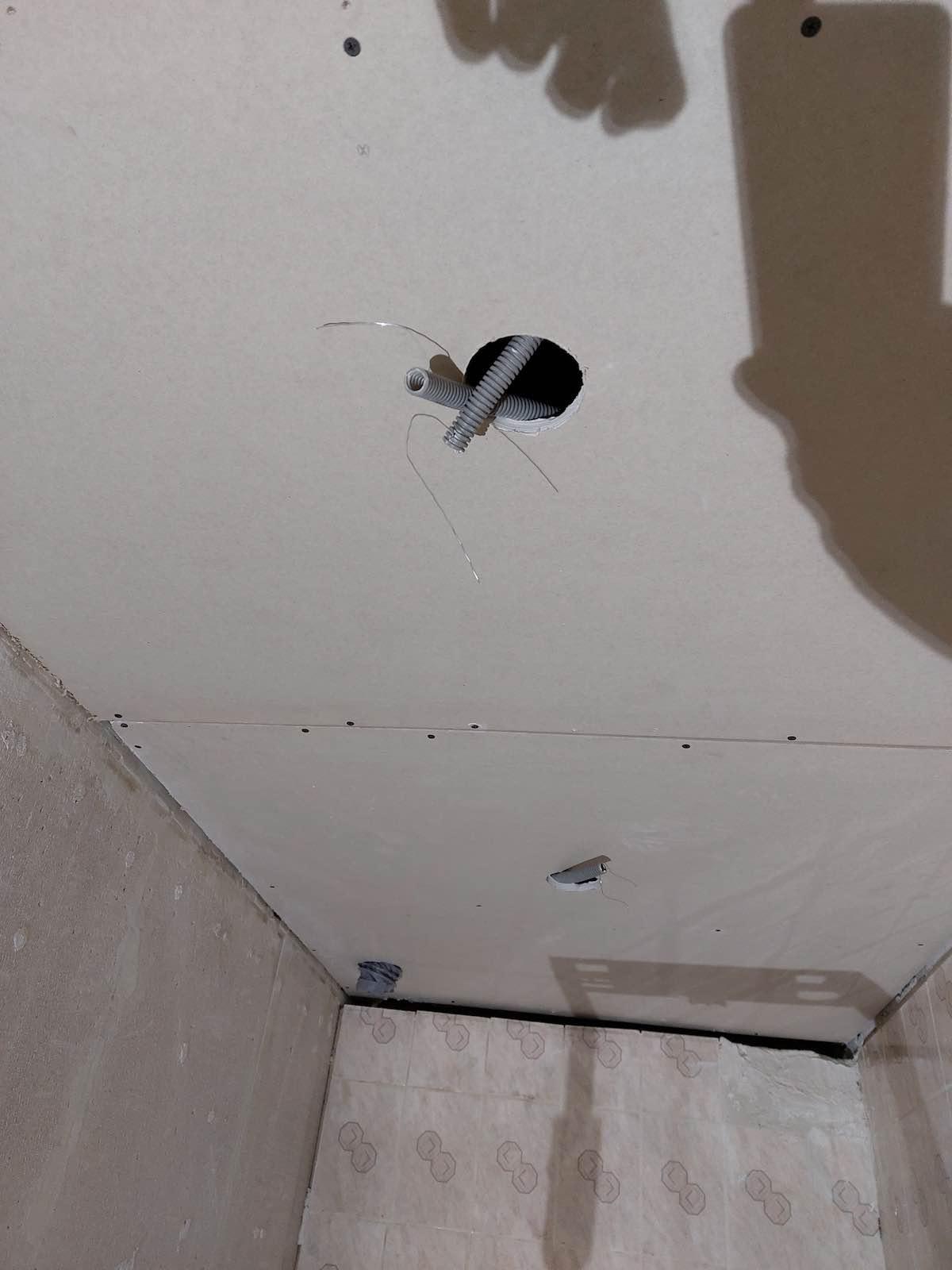 attente alimentation spot électrique faux plafond