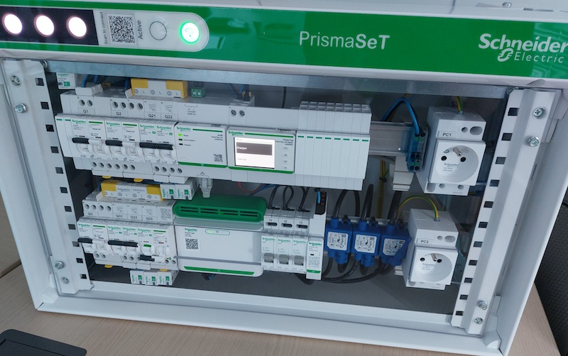test de l'armoire électrique tertiaire et industrielle PrismaSet Active