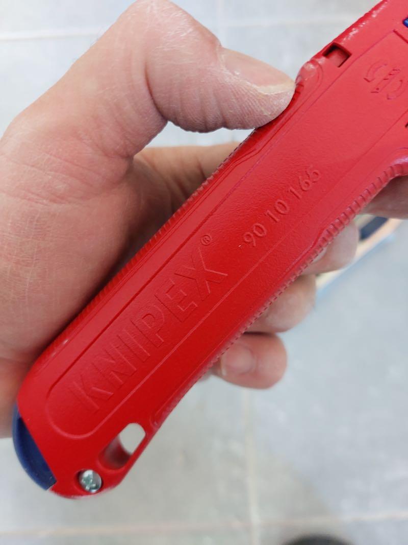 test et avis du cuter pour électricien Knipex Cutix